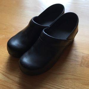 Black Dankso Clog
